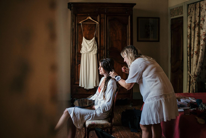 Préparation de la mariée au Château de Vergières